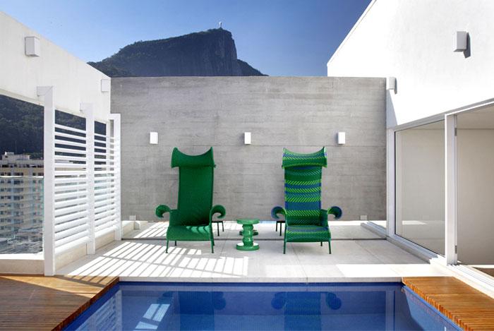turquoise-mosaic-italian-bisazza-swimming-pool