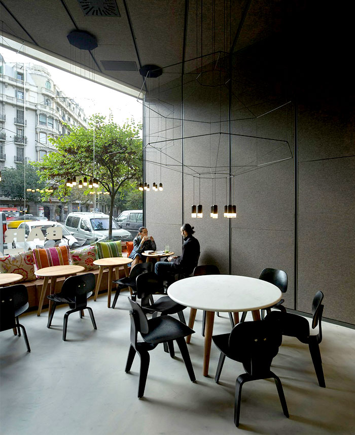 window-wall-opens-space-restaurant