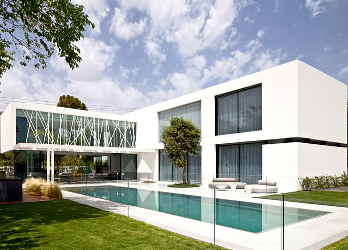 contemporary-landscape-garden-pool