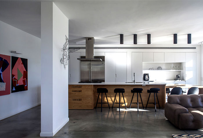 iinterior-mellow-natural-colors-gray-pale-blue-white-exposed-wood