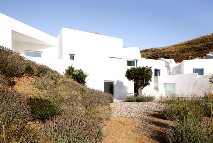 modern-edge-rustic-elements-house
