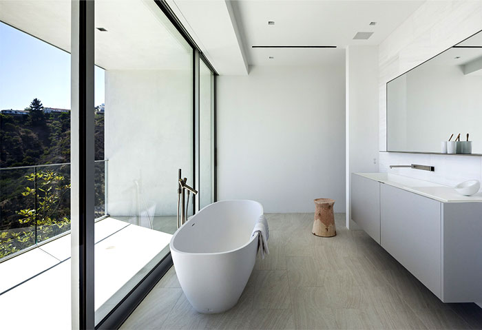 contemporary-residence-bathroom