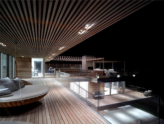 contemporary-sea-house-wooden-terraces