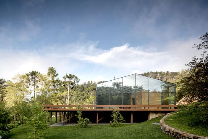 extensive-wooden-deck-1