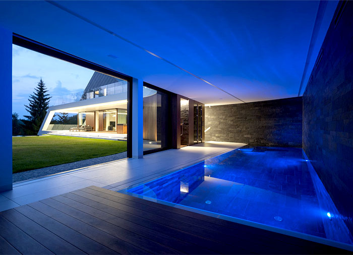 family-home-edge-house-pool