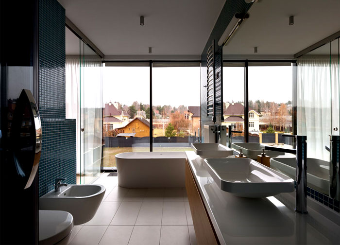 floor-to-ceiling-windows-bathroom