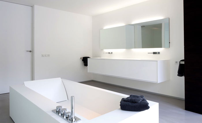 matt-black-shining-white-color-palette-bathroom