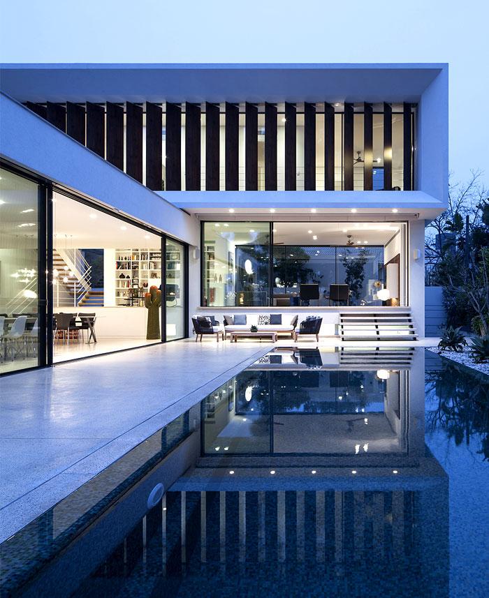 mediterranean-style-villa-pool-area-1