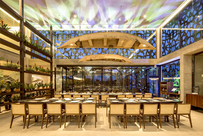 wonderful-restaurant-party-premise
