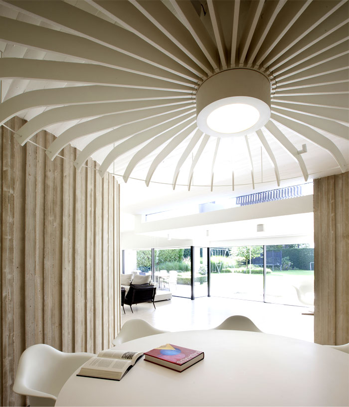 smoothly-curved-space-dining-room-4