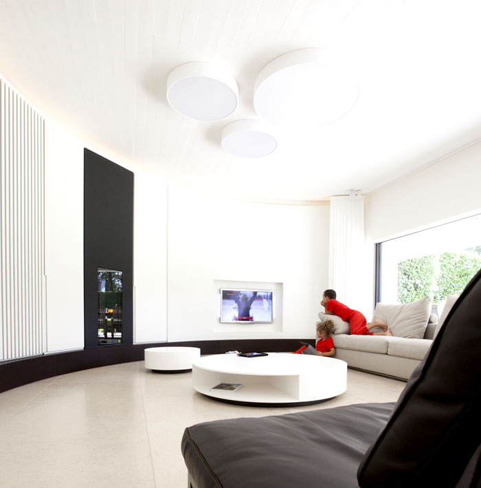smoothly-curved-space-living-room-3