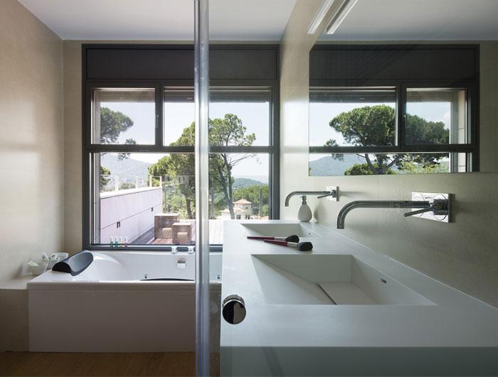 functional modern dwelling bathroom