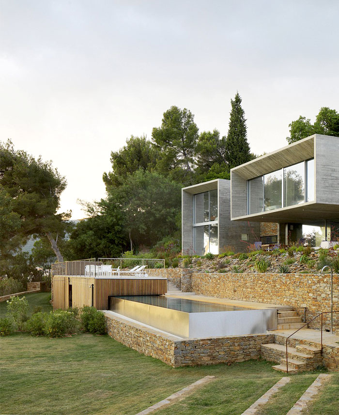 solid-stone-walls-modernistic-style-house