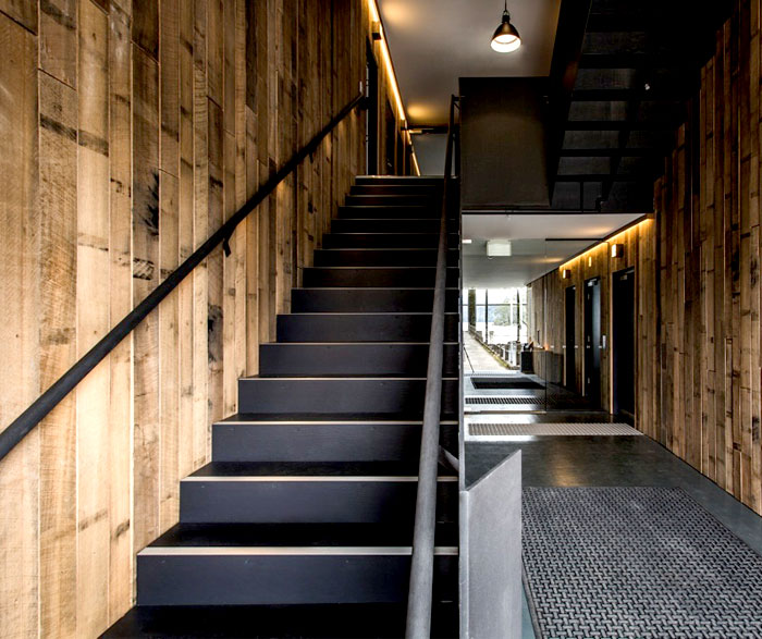 wood-veneer-black-guesthouse-amazing-interior-decor