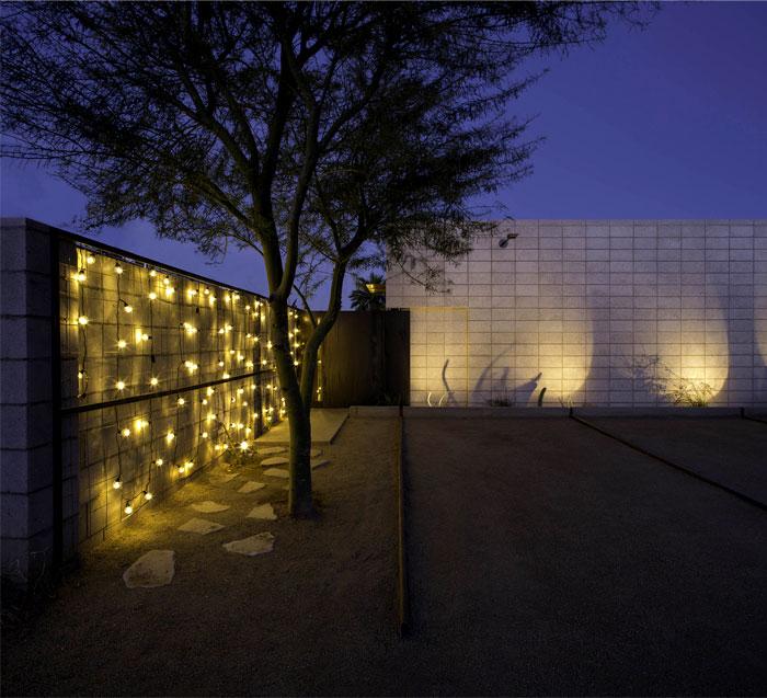 elegant-studio-apartment-concrete-structures-wooden-details