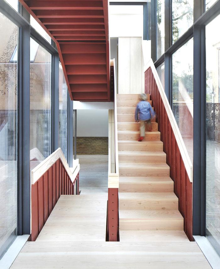 london-suburban-house-12