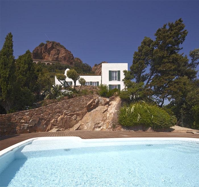 stylish-elegance-historical-charm-villa-2