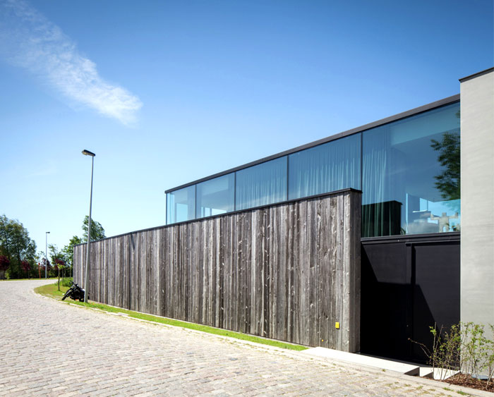 barn-wood-glass-cubicles-house-1