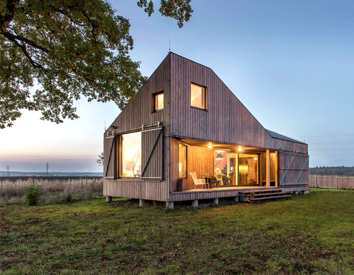 contemporary-wooden-house-zilvar-1