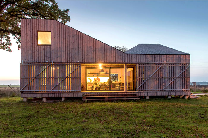 contemporary-wooden-house-zilvar-2