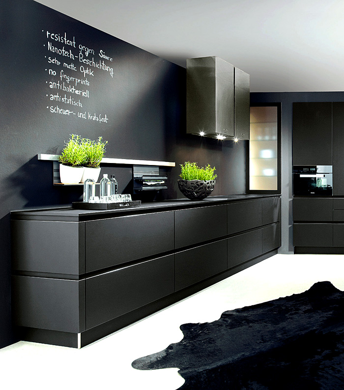 black-handleless-kitchen-schroder-kuchen