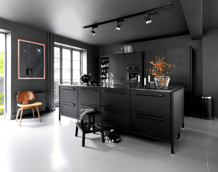 black-kitchen-vipp