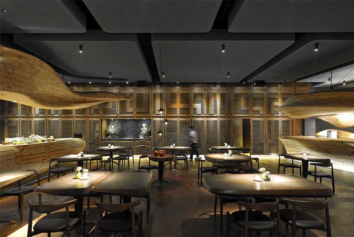 organically sculptured wooden decor raw restaurant 2
