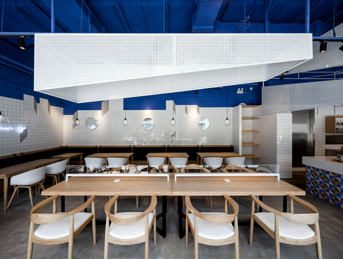 swimming-pool-studio-paras-cafe-1