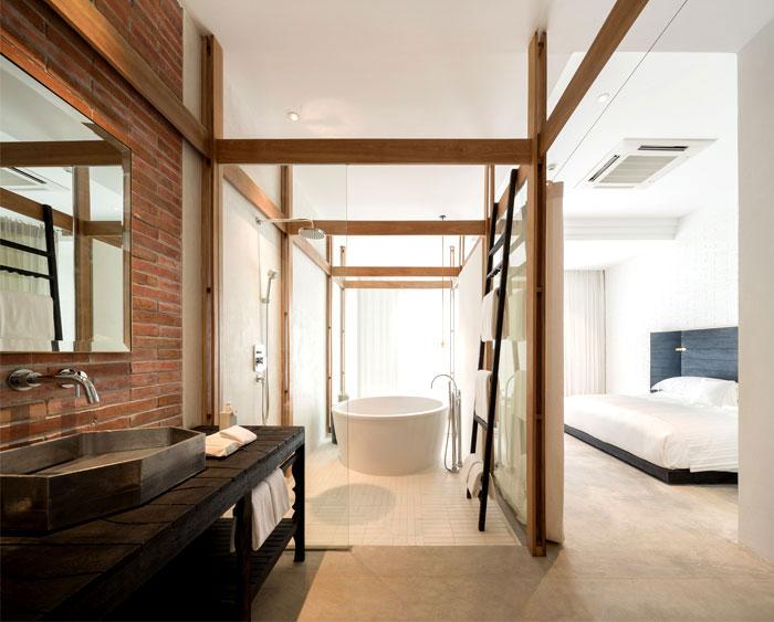 combined-sleeping-bathing-space-3