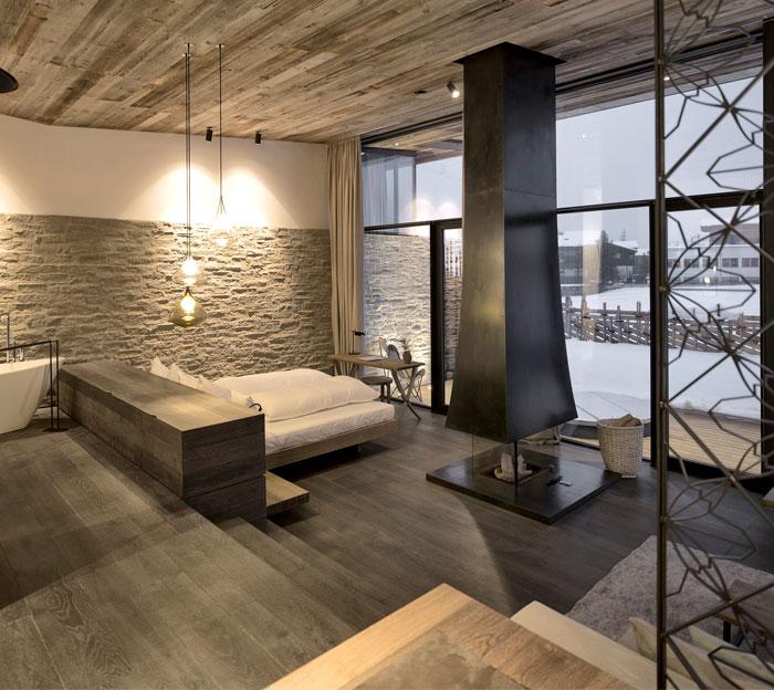 combined-sleeping-bathing-space-7