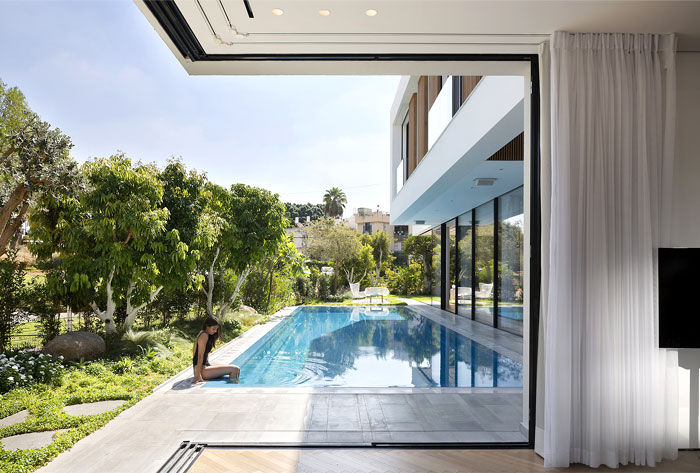 contemporary L shaped house 17