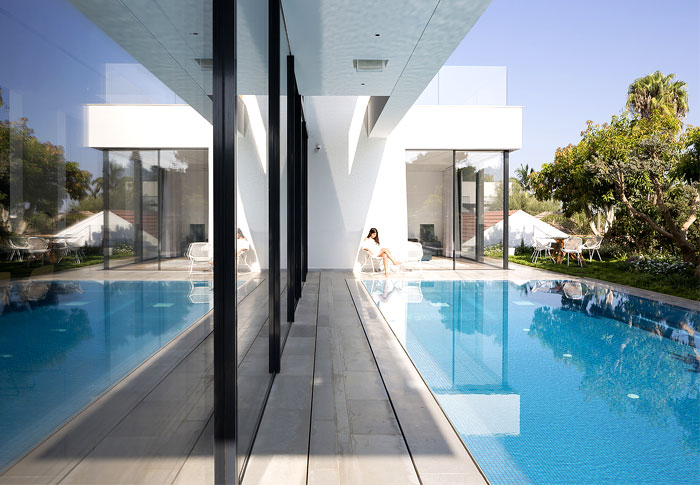 contemporary L shaped house 21