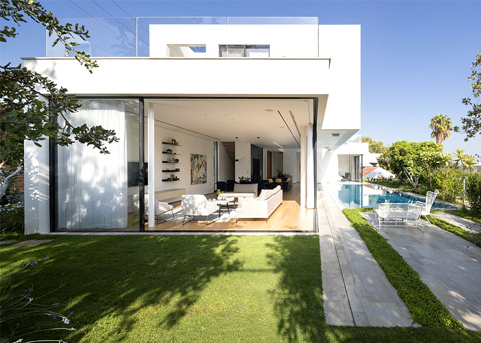 contemporary L shaped house 24