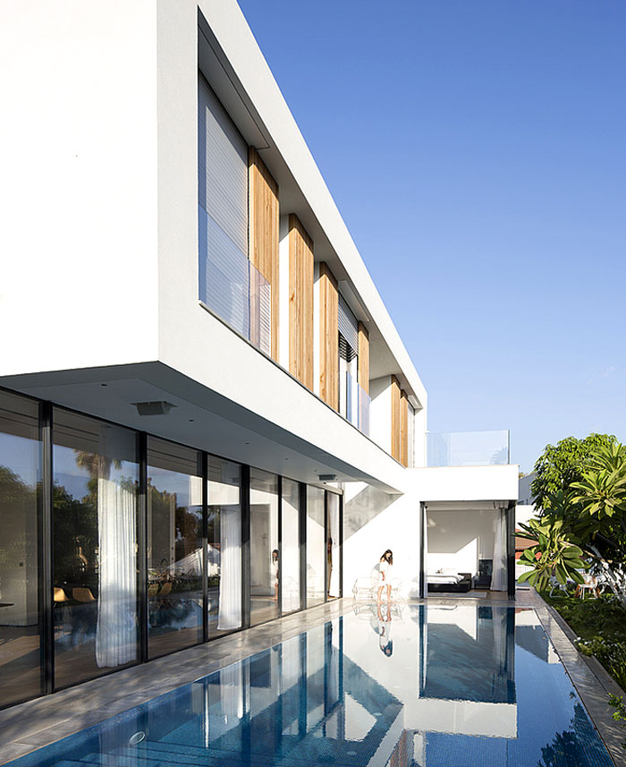 contemporary L shaped house 25