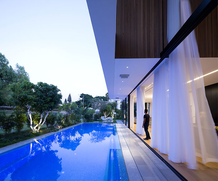 contemporary L shaped house 28
