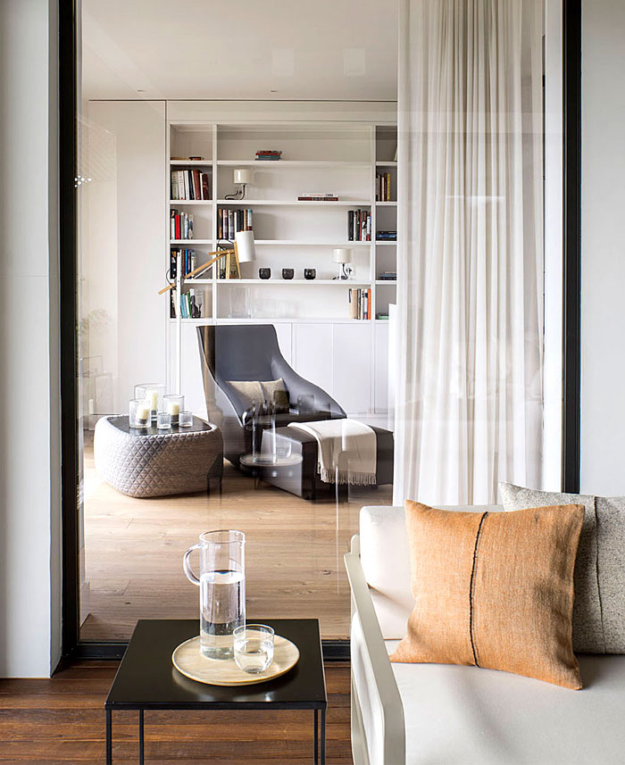 urban white apartment barcelona susanna cots 21