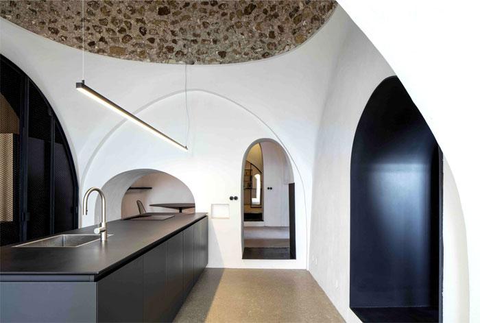 modern cave dwelling pitsou kedem 14