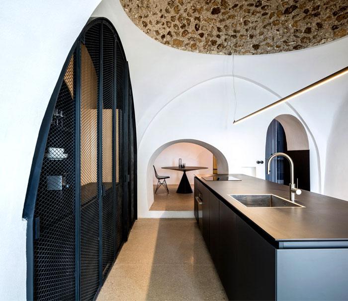 modern cave dwelling pitsou kedem 3