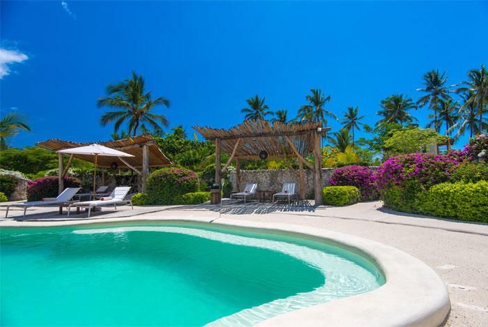 fast white sand luxury villas 14