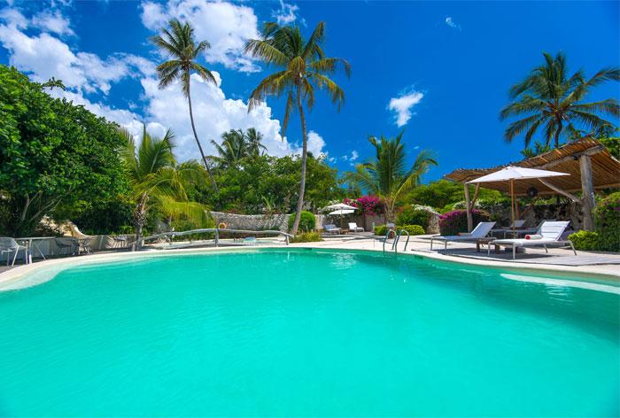 fast white sand luxury villas 16