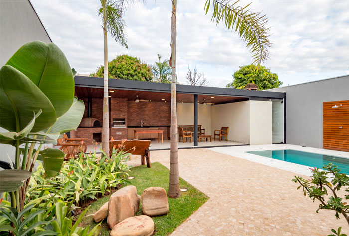 modern brazilian luxury home 19