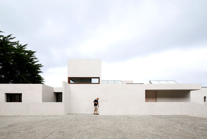 exposed concrete house chile 6