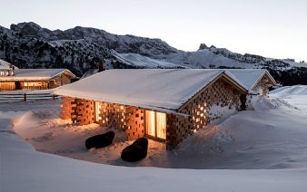 hotel at high altitude 338x212