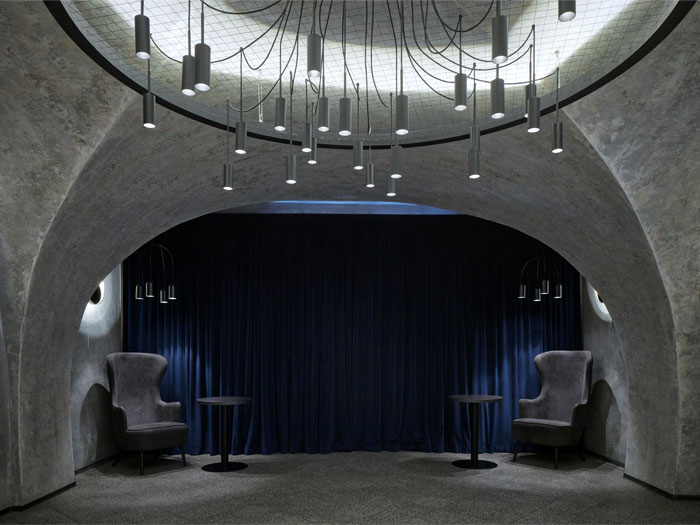 moon club lounge prague 20
