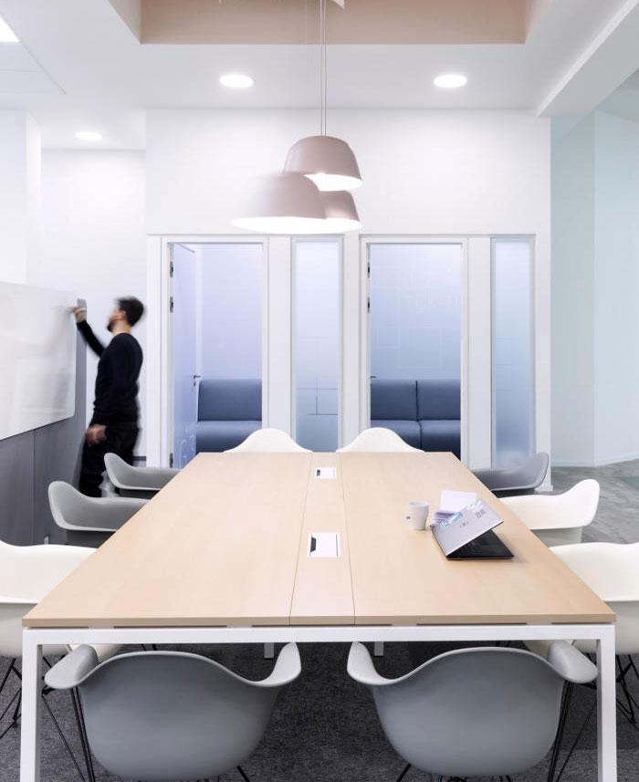 individual workstations multi purpose room 33