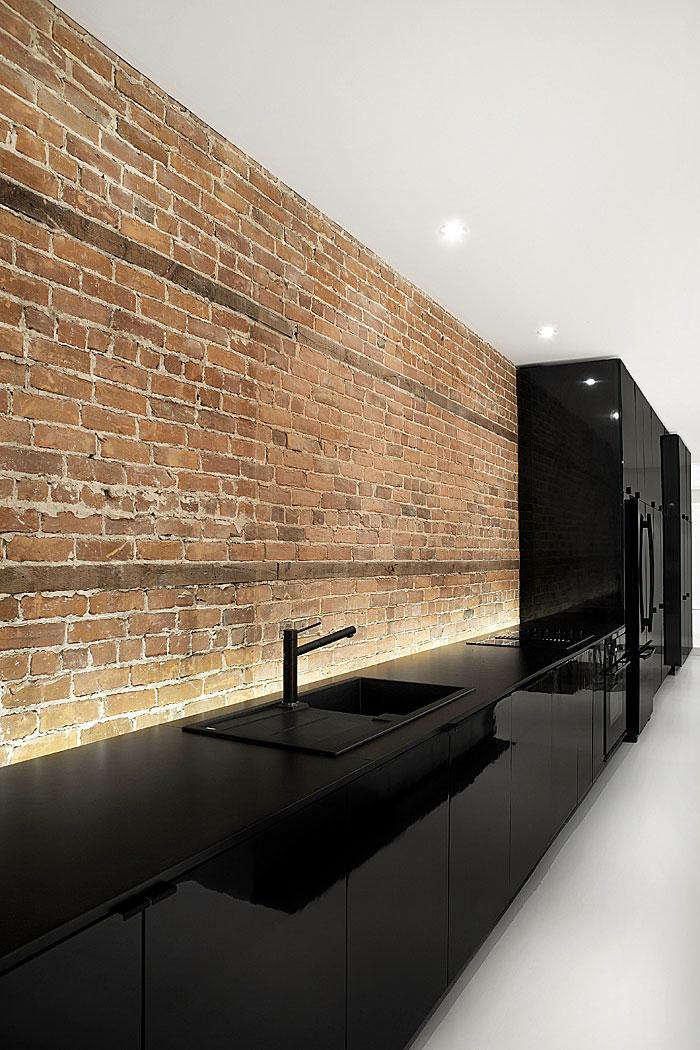high gloss black kitchen bricks