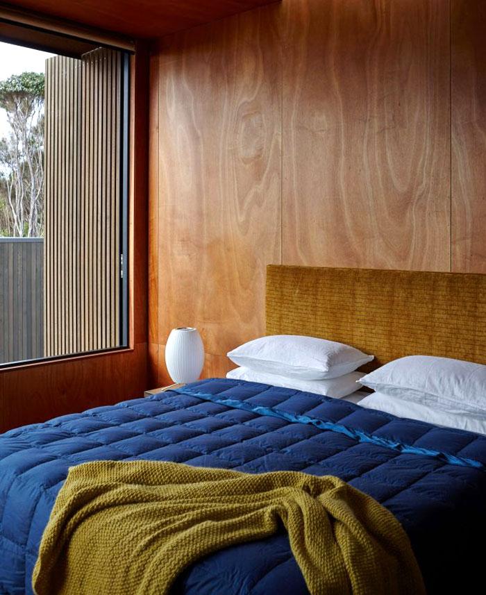minimalist bedroom wooden panels 2