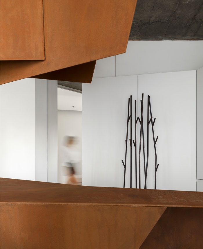 kashin architects all white interior space moscow 4