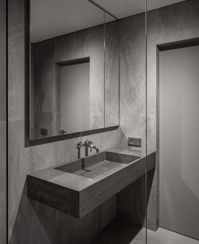 minimalist space aciid studio 17